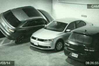 Falra parkolt az audis, ezt senki nem csinálja utána!
