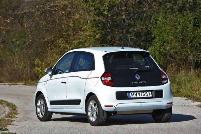 Egy ideig még egyedülálló konstrukció a Twingo, az új Smart Forfour november végén jelenhet meg itthon. A testvérmodellek a szlovéniai Renault-üzemben készülnek