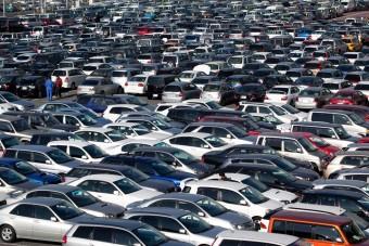38 autóval kergeti őrültbe szomszédjait az amerikai férfi
