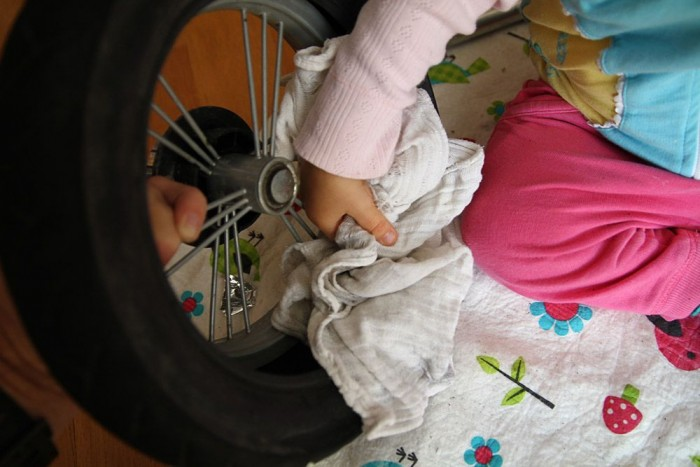 Ismét gyerekmunka, töröltessük szárazra a gumi belsejét, hogy ne rohadjon össze