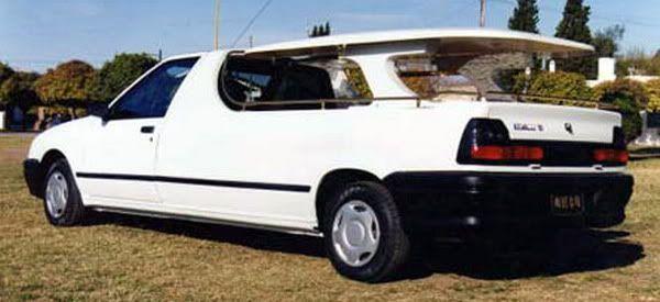 Dél-Amerikában még a Renault 19-esből is készült temetésekre szánt kivitel.
