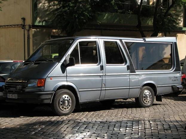 Praktikusság szempontjából biztosan kitűnő ötlet egy Ford Transit alkalmazása a feladatra.