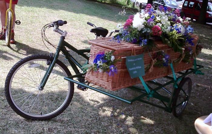 Aki életében környezettudatos, zöld gondolkodású volt, annak az utolsó útján sem kell mindezzel szembefordulni. Több cég kínál már kerékpáros temetkezési lehetőséget.