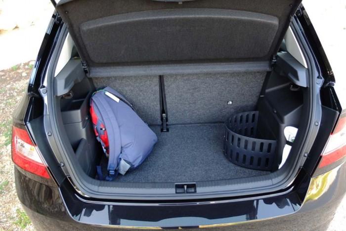 A 330 literes csomagtérben több praktikus apróság is felfedezhető