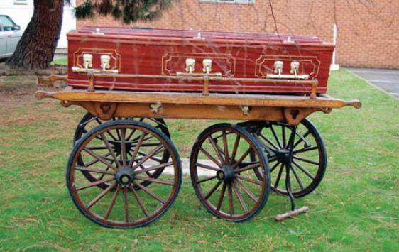 VIktoriánus kézikocsi, falusi temetéshez