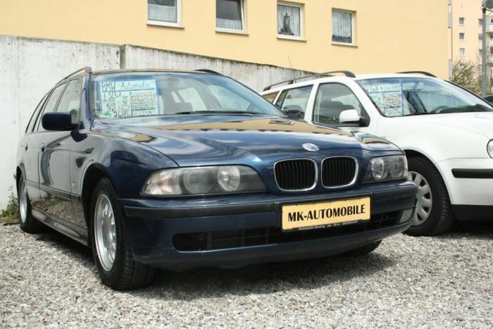 7. BMW 5-ös sorozat, 1562 db. Továbbra is erős a BMW-k nimbusza. Magas szervizköltségeik ellenére az újonnan sokunknak elérhetetlen autó használtan sokak vágya, akár az E60-61-es, akár elődje, a 2003-ig gyártott E39