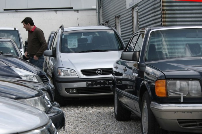 10. Opel Zafira, 1203 db. Praktikus és gazdaságos családi autó az Astrára épülő egyterű. Mi egyetlen illusztris Zafira-tulajdonosról tudunk: Gyurcsány Ferenc felesége, Dobrev Klára hajt el a villa alatti háromautós garázsból 1,8-as A Zafirával. Ám az övék nem a felfutó használtautó-importtal érkezett Magyarországra