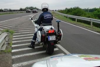 Rendszámbuheráló motorosokat állítottak bíróság elé