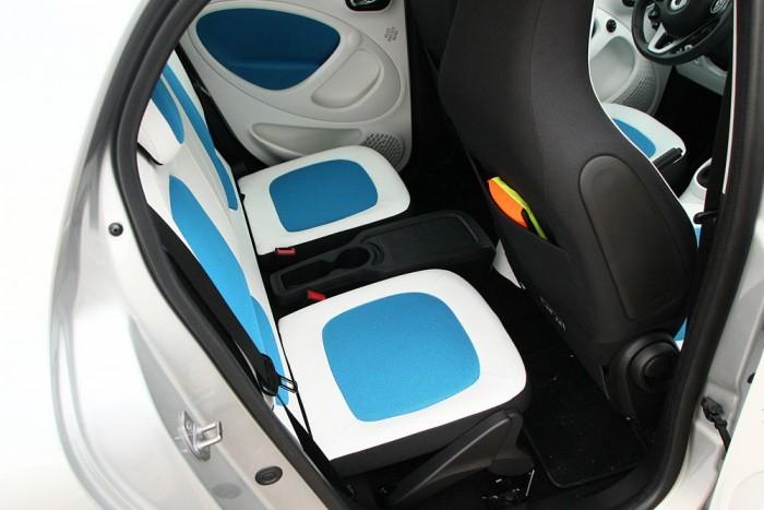 A hátsó ülőlapok fordíthatók, hogy még több hely legyen