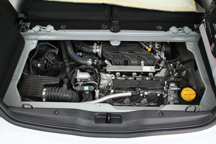 Íme a pincébe száműzött motor