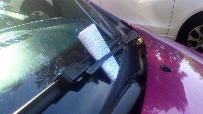 A helyszíni bírság befizetésére harminc nap áll rendelkezésre, ezt követően a rendőrséghez kerül az ügy. Ebben a stádiumban a hatóságnak kell bizonyítania, hogy a) a jármű közterületen parkolt; ha igen, akkor b) a jármű hossztengelye az úttesttel párhuzamosan vagy közel párhuzamosan húzódott, vagy arra merőlegesen állt.