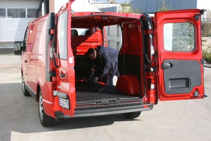 5,2-8,6 köbméter közötti a raktérfogat. Extraként a hátsó ajtók ráhajthatók a karosszériára, hogy ne legyenek útban rakodásnál