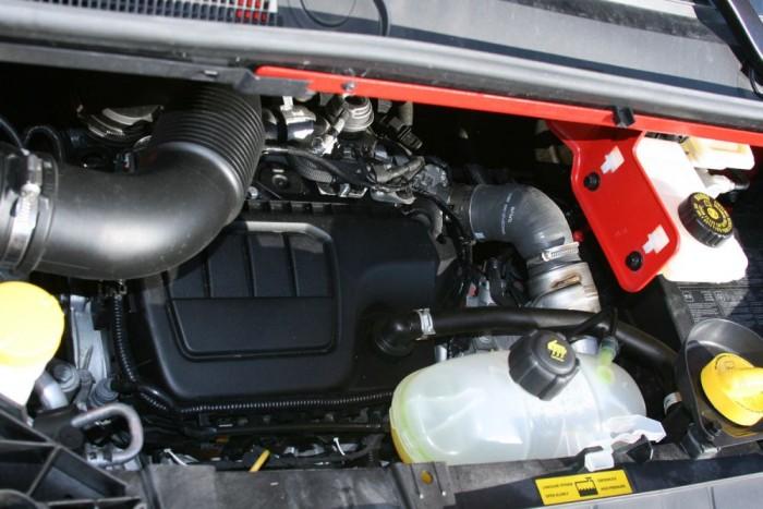Mind a négy motor 1,6 literes, 90-140 lóerővel és 260-340 Nm nyomatékkal. Nem az Opel, hanem a Renault friss ezerhatos dízeljét kapták a haszonjárművek
