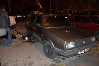 Feltörte és felgyújtotta az autókat a 16 éves fiú