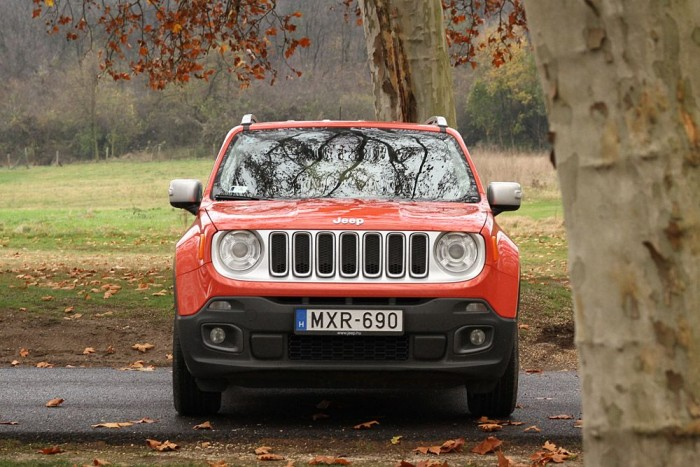 Klasszikus Jeep-es formai jegyek köszönnek vissza a Renegade-en
