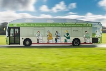 Kakihajtású busz üzemel Angliában