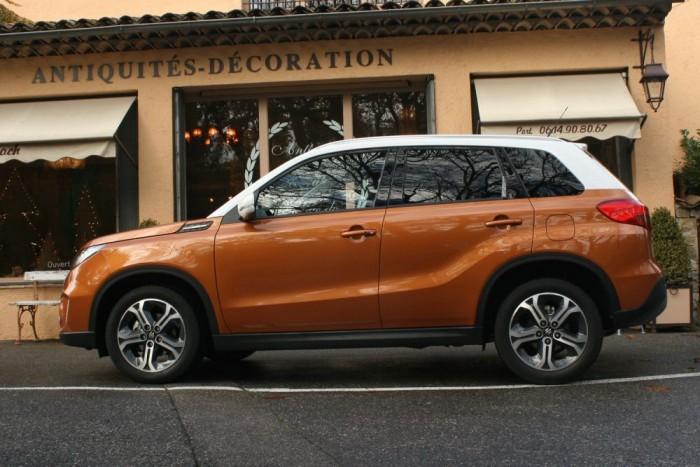 417,5 centis a karosszéria. Pár év múlva a Suzukinak lesz egy ennél kisebb SUV-ja is