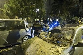 Autókat lapított össze a vihar Budán