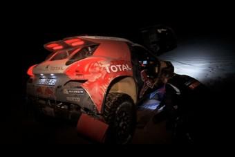 Dakar 2015: Carlos Sainz kiesett