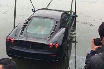 Így búvárkodik egy Ferrari