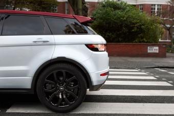 Beatles-emlékmodell a Land Rovertől
