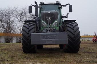 Joystick és érintőképernyő: ilyen egy modern traktor