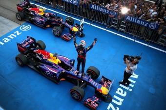 F1: Ecclestone Red Bullokkal töltené fel a mezőnyt