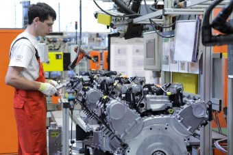 Bombariadó miatt leállt a győri Audi