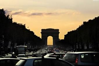 Kitiltják az öreg autókat Párizsból