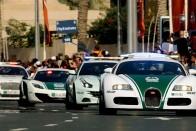 A görög rendőrök ezekkel a penge verdákkal harcoltak az illegális versenyzők ellen 1