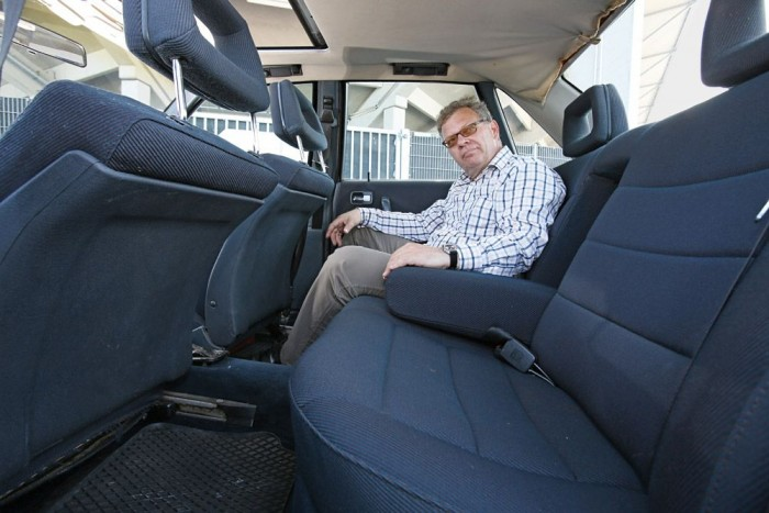 Az Audi 100-as helykínálatára nem lehet panasz, első osztályú kényelem vár a hátsó üléseken