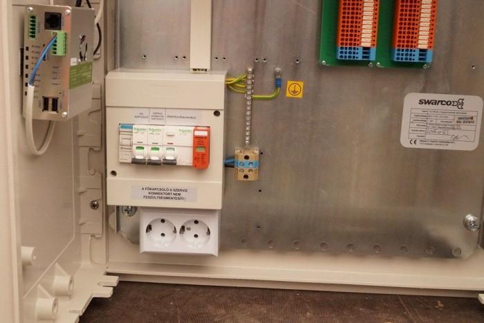 Konnektor is van a vezérlőkben, ha javítani kell, nem kell generátort hozni