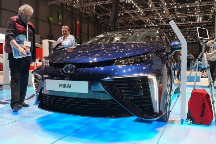 Nagy az érdeklődés az első szériagyártású hidrogénes Toyota iránt Genfben