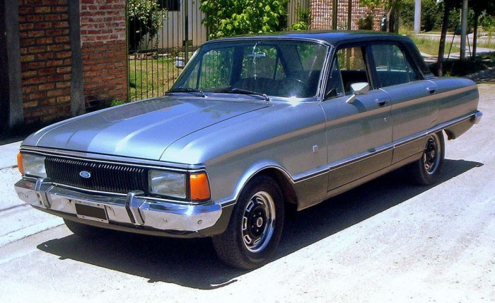 Ford Falcon Sprint (1978) - A modell sportosabb változatát 166 lóerős, hathengeres motor hajtotta. A nyolcvanas évektől 70 lóerős dízelmotorral is forgalmazták a Falcont.