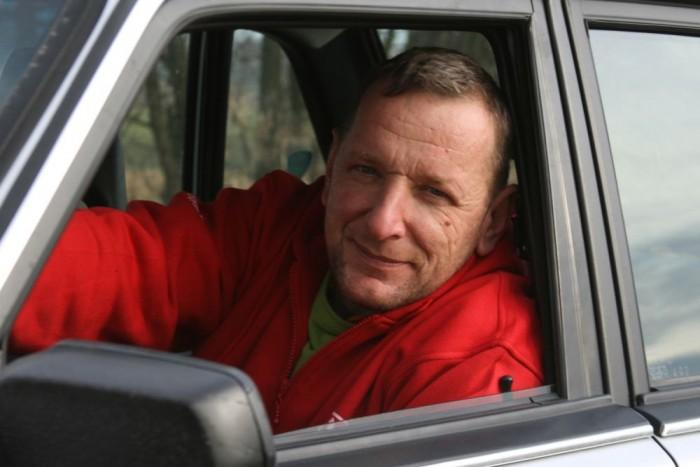 Gulyás András fiának segített megvenni a 200-as limuzint. Neki is öreg autója van, egy állólámpás, W115-ös 230-as Mercedes, felesége viszont egy D5-ös S40-nel jár