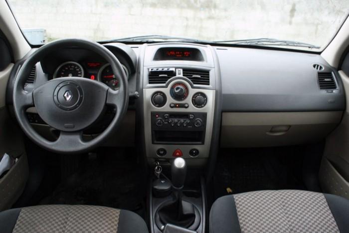 Belül elhasználtabbnak hatott a Mégane, mint a 20 évvel idősebb, de felújított Volvo