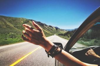 10 érzés, amit tuti átélsz, ha hosszú autózásra indulsz
