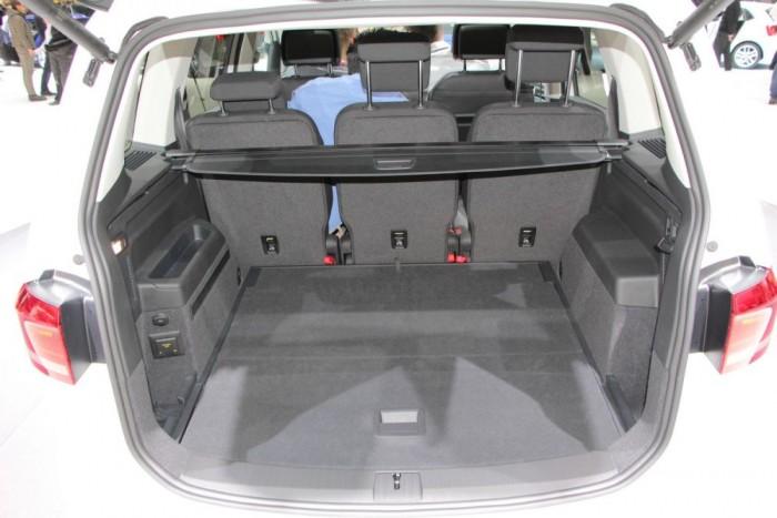 A csomagtér a kategória legnagyobbja, legalábbis a VW állítása szerint. Az biztos, hogy bőségesen elég, és akár 1980 literig bővíthető.