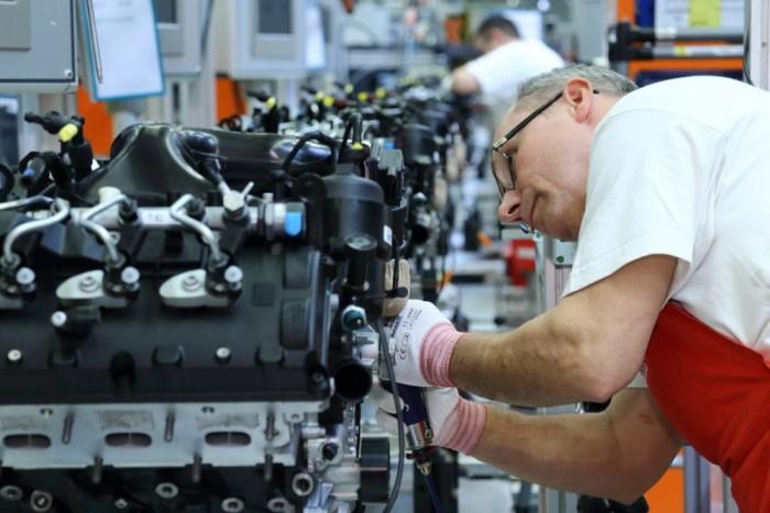 Győrben 1 973 734 motor készült tavaly. Ez a világ legnagyobb motorgyára, 4-12 hengerig, 1,2 és 5,2 liter közötti motorokat gyárt