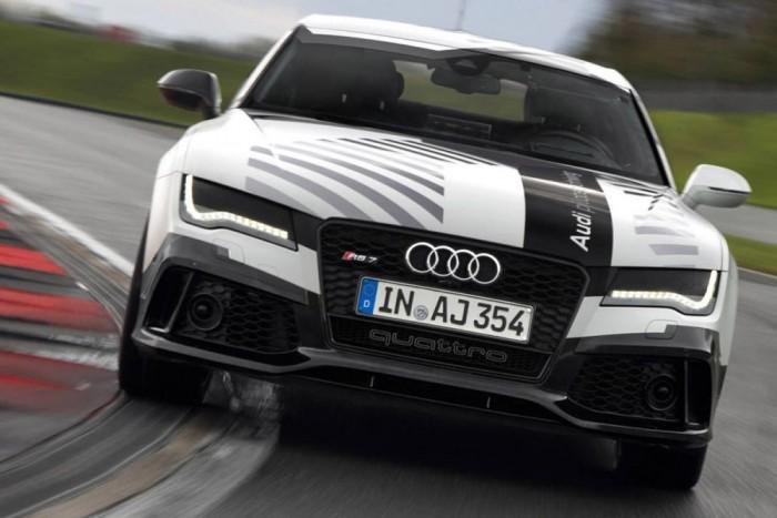 Szabad időt adhatnak az önvezető autók az embereknek. Az RS7 Sportback 240-nel ment a hockenheimi pályán, vezető nélkül