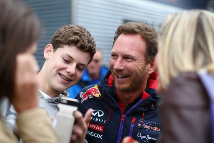 Harrison Newey a Red Bull-főnök Christian Horner mellett