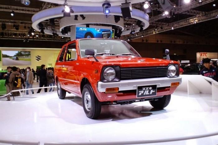 Osamu Suzuki úr mindenkori kedvence, az 1979-es Suzuki Alto, amely olcsóságával és kis fogyasztásával vált legendává