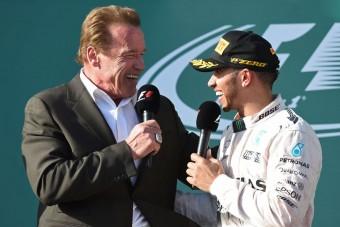 F1: Schwarzenegger üzent Hamiltonnak