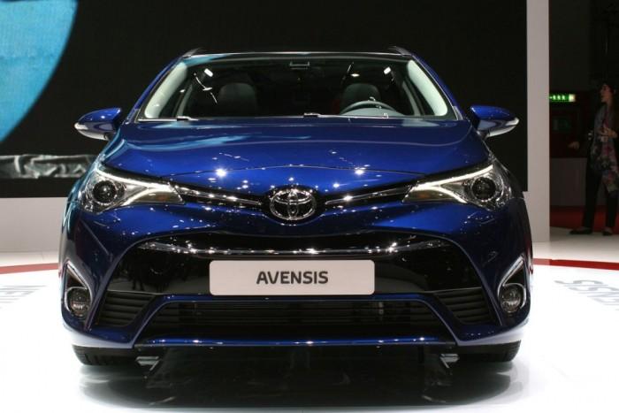 2015-re az Avensis is megkapta az Auris és a Yariy orr-részét. Utódja globális modell lehet, a Toyota várhatóan nem csinál külön középkategóriás autót Európának