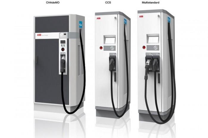 A CHADEMO a japán, a CCS a német gyártók szabványa. Nam gond a kétféle konnektor és kétféle szoftver, a független gyártók, mint az ABB, tudnak kombinált töltőket is gyártani