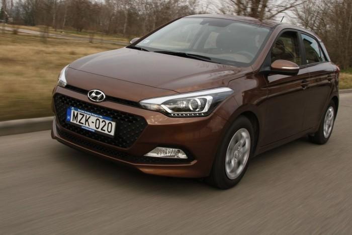 Konzervatív megjelenésű, jó kiállású autó a Hyundai i20