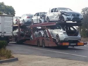Könnyfakasztó látvány ez a trélernyi új, törött BMW M3-as