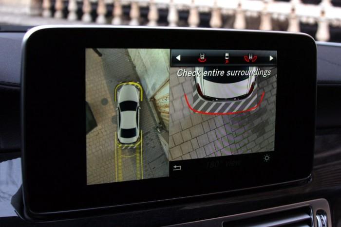Vonalakkal, éles képpel, szokatlan szögekkel és számítógépes grafikával segít megóvni a fényezést a 360 fokos kamerarendszer