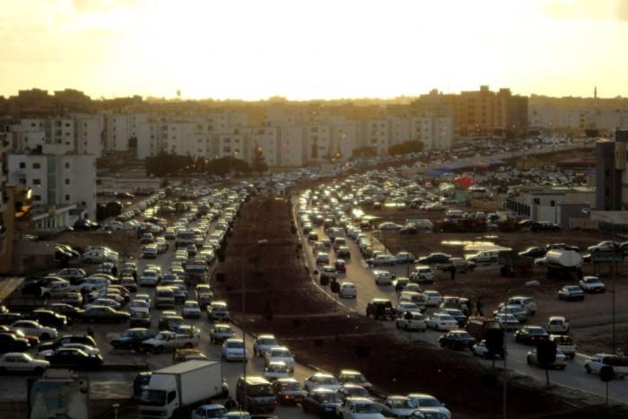 2. Líbia, 30 Ft/liter. Itt sem véletlenül kerül ennyibe a benzin. Az észak-afrikai arab ország trónol a világ 10. legnagyobb olajtartalékán, jóllehet ezeket a becsléseket óvatosan kell kezelni