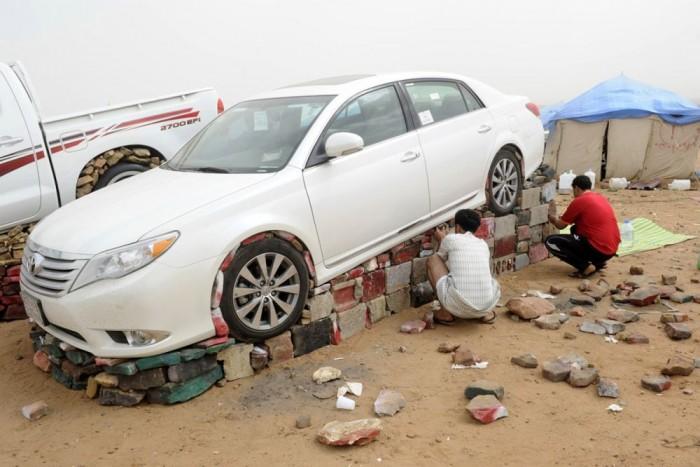 3. Szaúd-Arábia, 44 Ft/liter. Ahol nemzeti sport terhelésváltásra farolgatni a Toyota Camryvel, a kedélyes időtöltés nem válhat megfizethetetlenné az alattvalóknak. Akik szeretik kőszoborrá nemesíteni autóikat